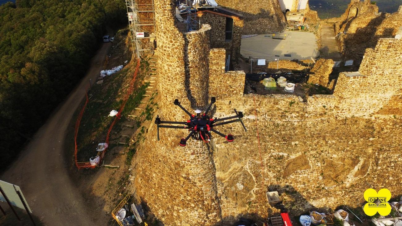 rpa realizando un análisis del estado de conservación del castillo de montsoriu